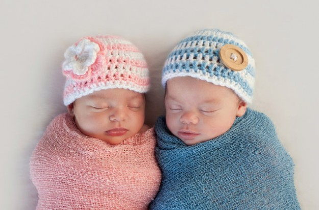 twins-in-pink-and-blue