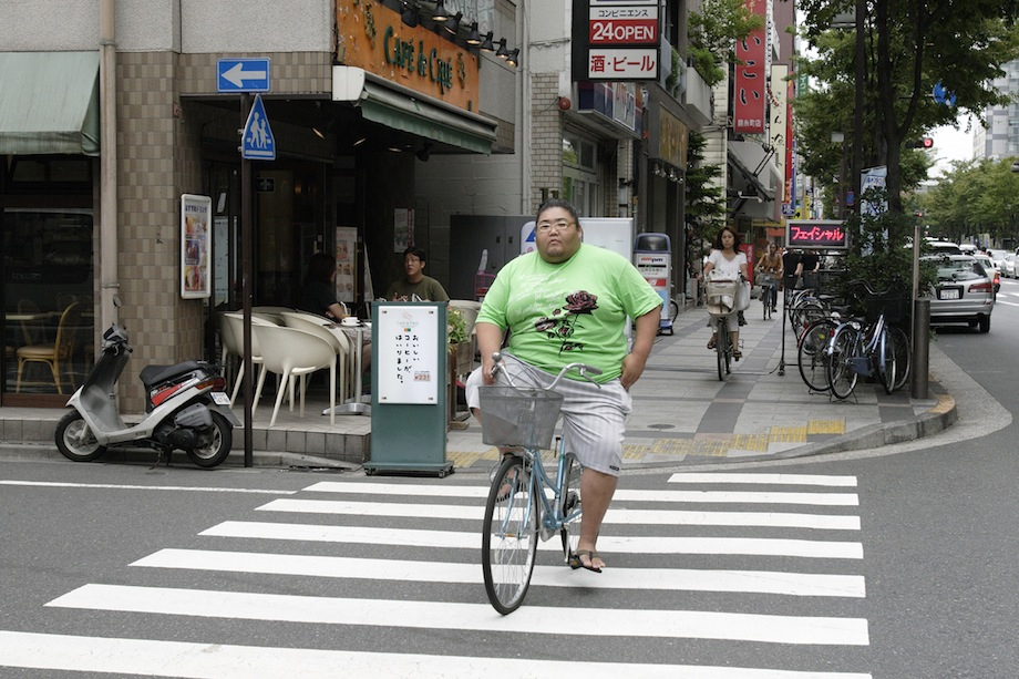 Tagonishiki riding his bicycle in the Kinshicho area on a Sunday afternoon.