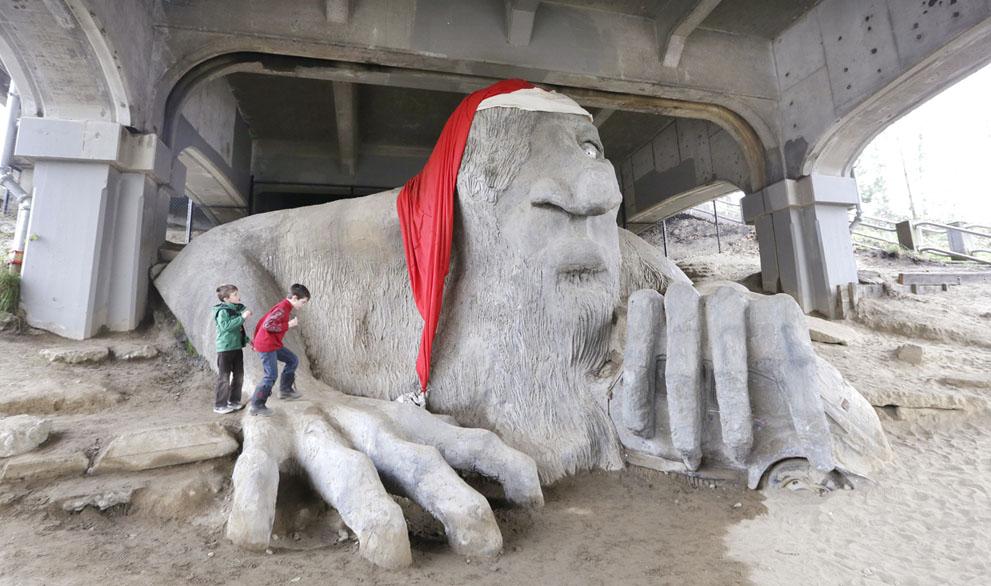 سیاتل امریکا - مجسمه بابا نوئل AP Photo/Elaine Thompson