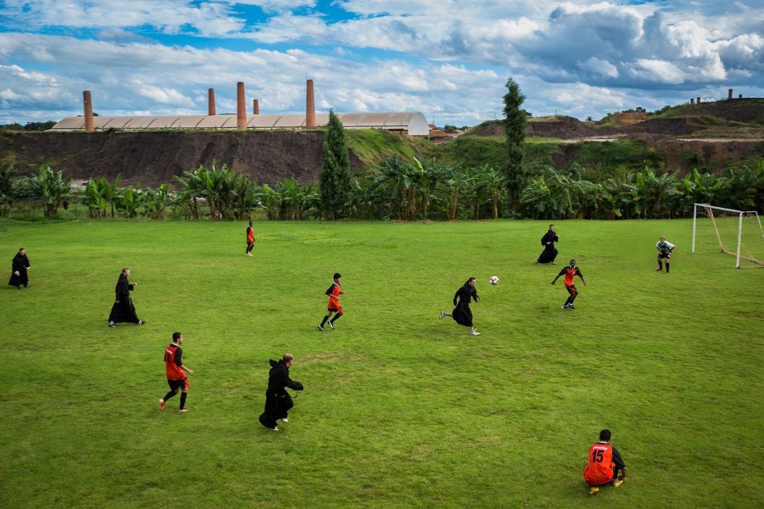 تیم کشیشان هم در مسابقات محلی مناطق برزیل شرکت می کنند