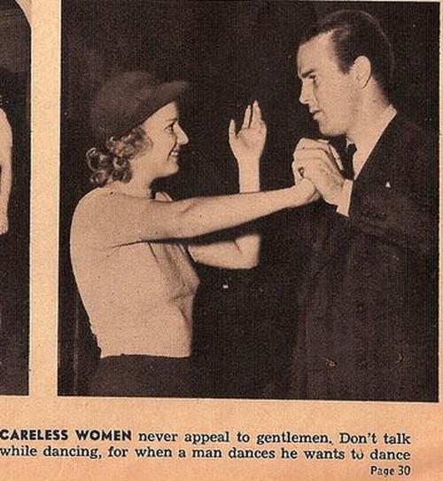 موقع رقصیدن نباید حرف زد. مردان در حین رقص