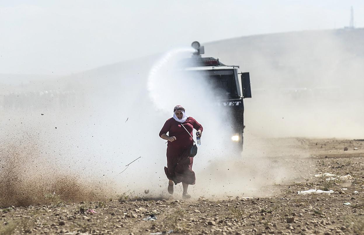 زن کرد و تلاشش برای ورود به مرز ترکیه