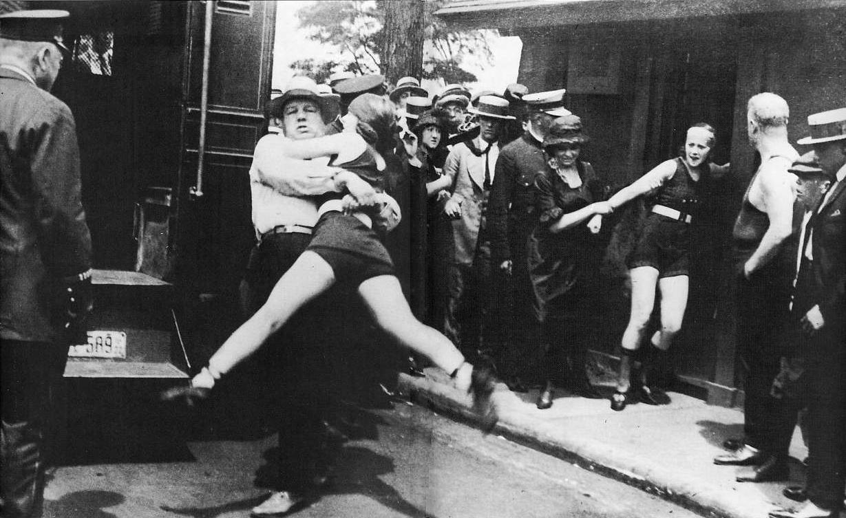 indecent-bathers-arrested_Chicago-1922