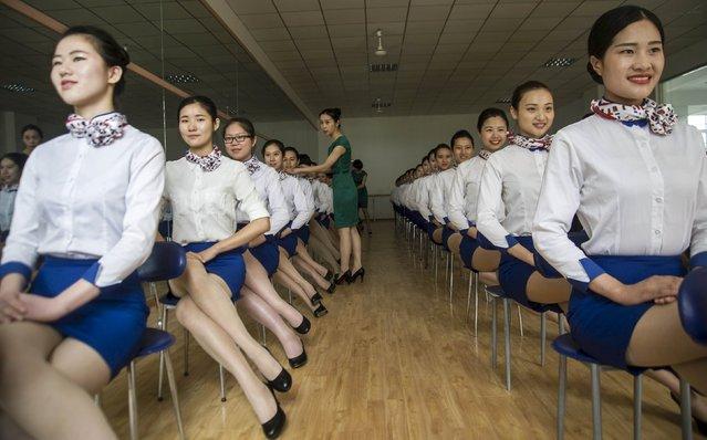 دنشجویان رشته مهمانداری در حال تعلیم در استان آنوهی چین