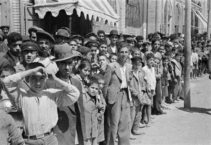لحظه ورود قوای متفقین به قزوین - عکس از جرج راجر