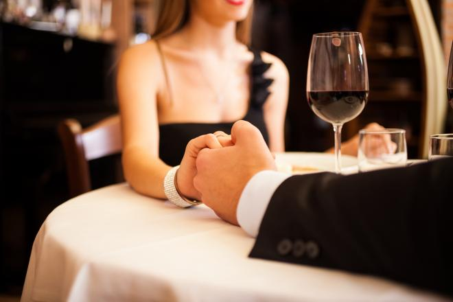couple-holding-hands-restaurant