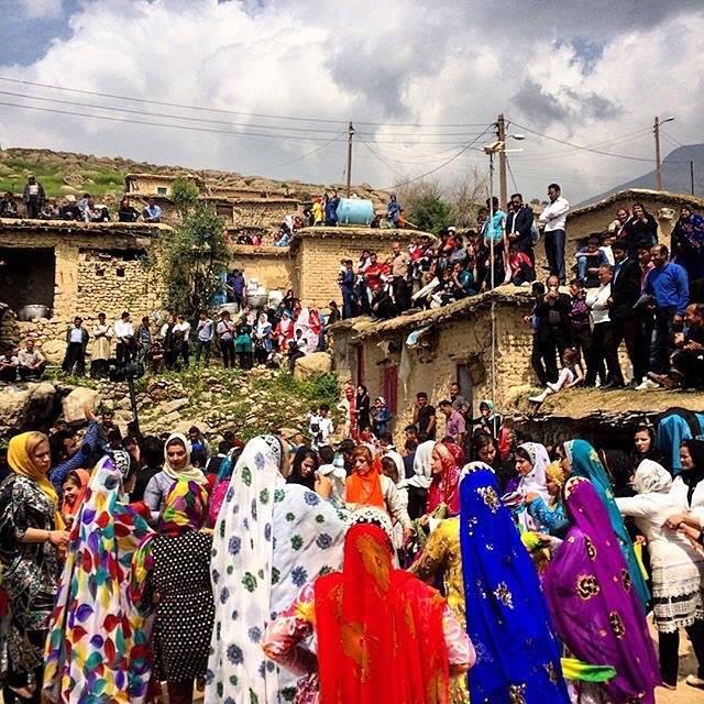 عروسیای در روستای ثریا که گروهی از مردمان بختیاری در آن ساکناند. خوزستان، عکاس خسرو پرخیده