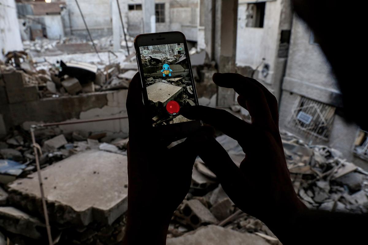 یافتن پوکومان در مخروبه های شهر نزدیک دمشق SAMEER AL-DOUMY/AFP/Getty Images)