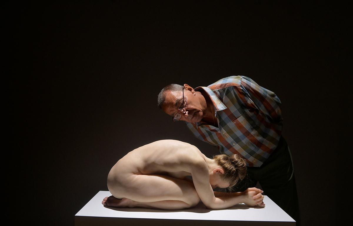 هنرمند استرالیایی در نمایشکاه « واقعیت غلو شده مجسمه